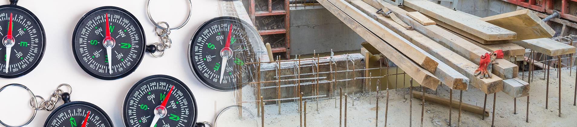 Kompass und Baustelle